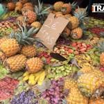 """Marché, les """"tas"""" d'ananas"""