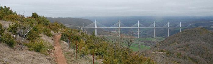 Verticausse sur fond de viaduc de Millau