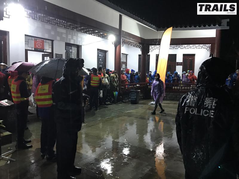 Maxi Race China 2016 - pluie diluvienne avant le départ